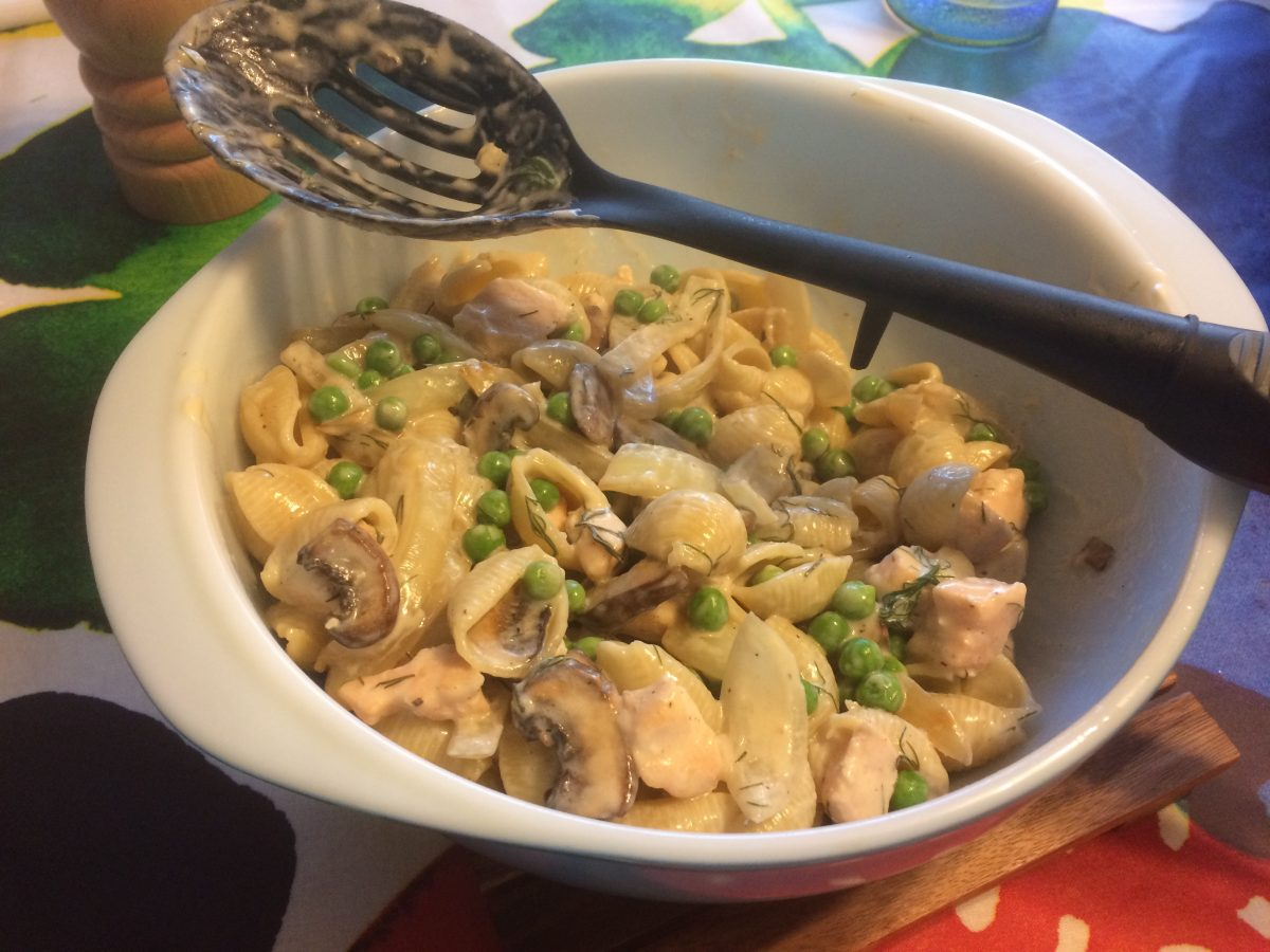 Salmon and peas pasta